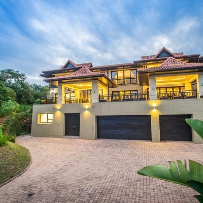 Beachfront Holiday Home in Ballito Z15